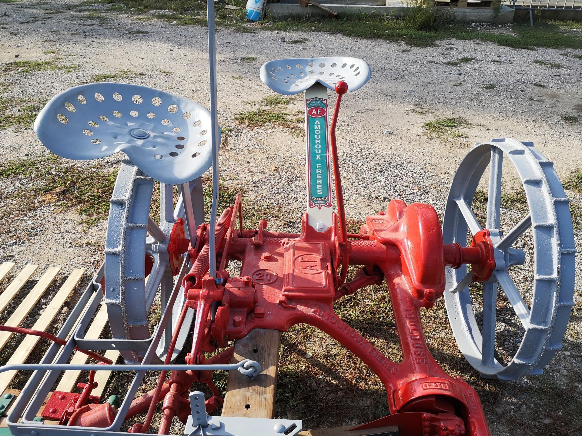 La machine à moissonner AMOUROUX rénovée