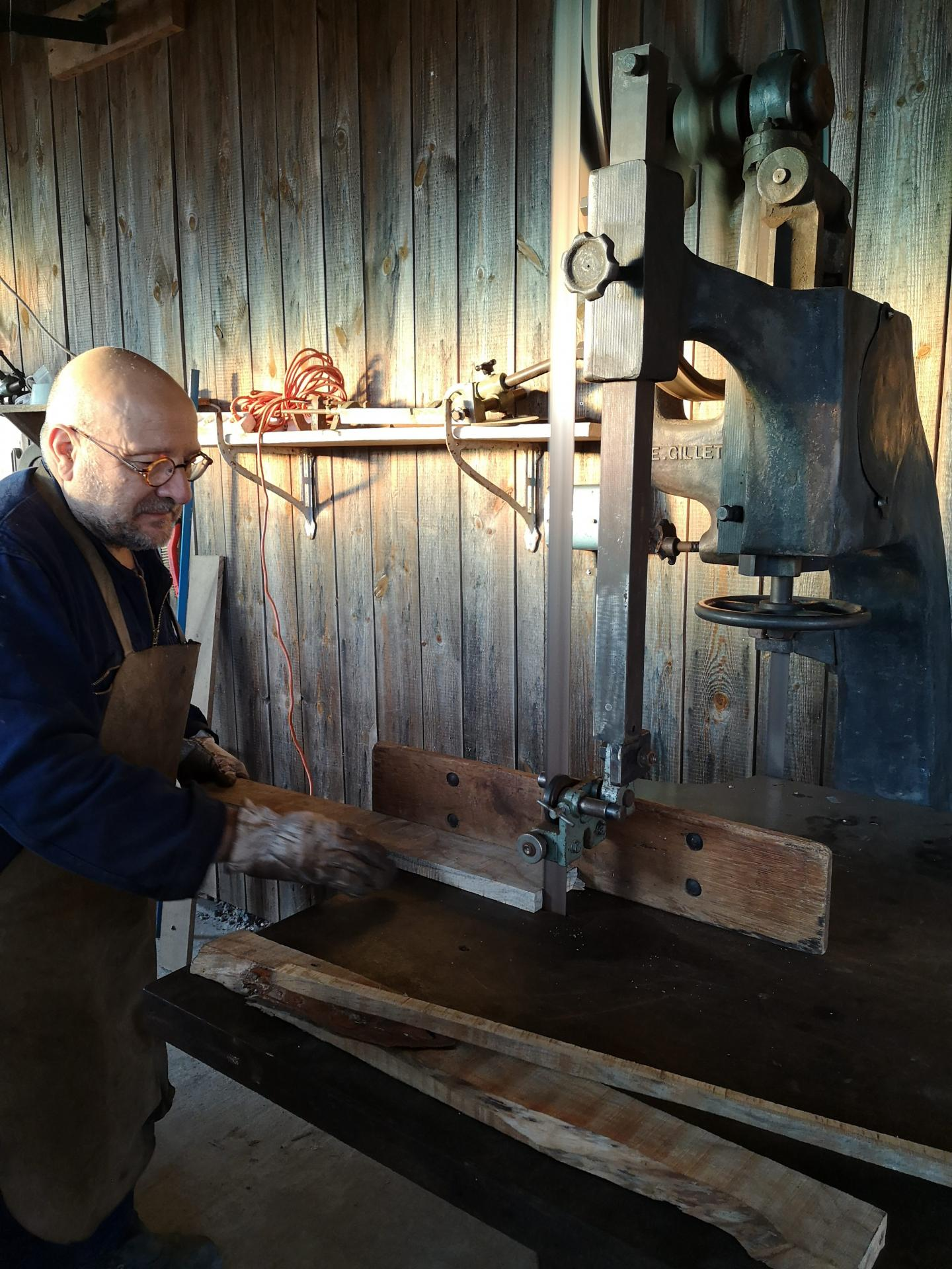 Les premiers travaux avec la scie ruban